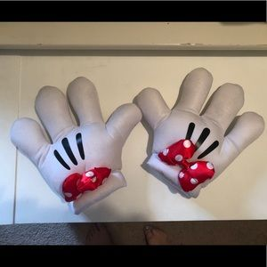 *SOLD* Disney Minnie Gloves